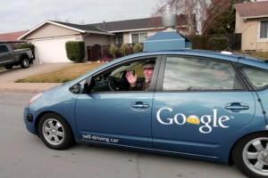 低视力者史蒂夫·马汉乘坐Google无人驾驶汽车出行