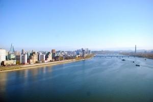 从羊角岛国际饭店向北眺望,俯瞰平壤城